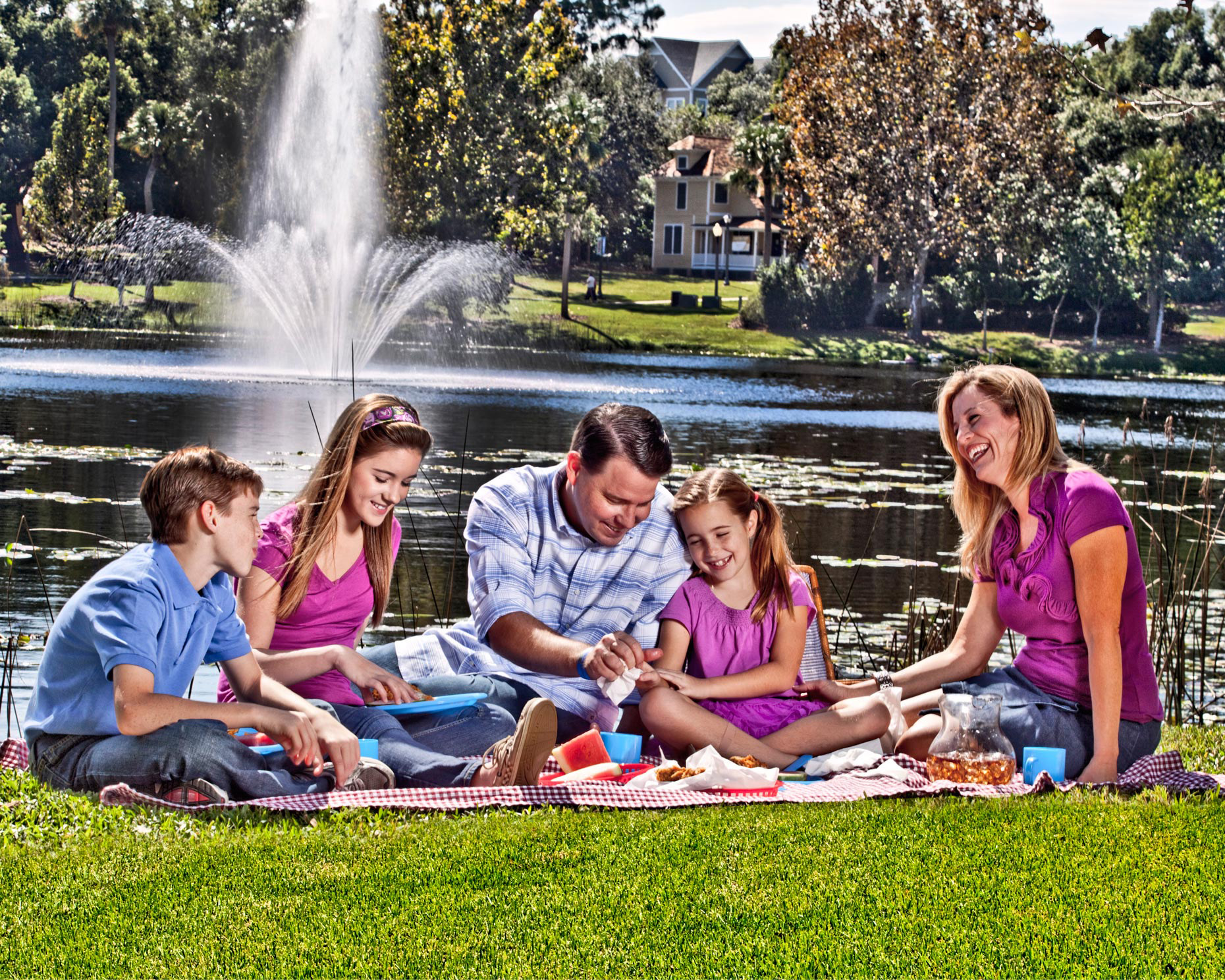 Lifestyle Photographer | Photography of a Family on a Picnic