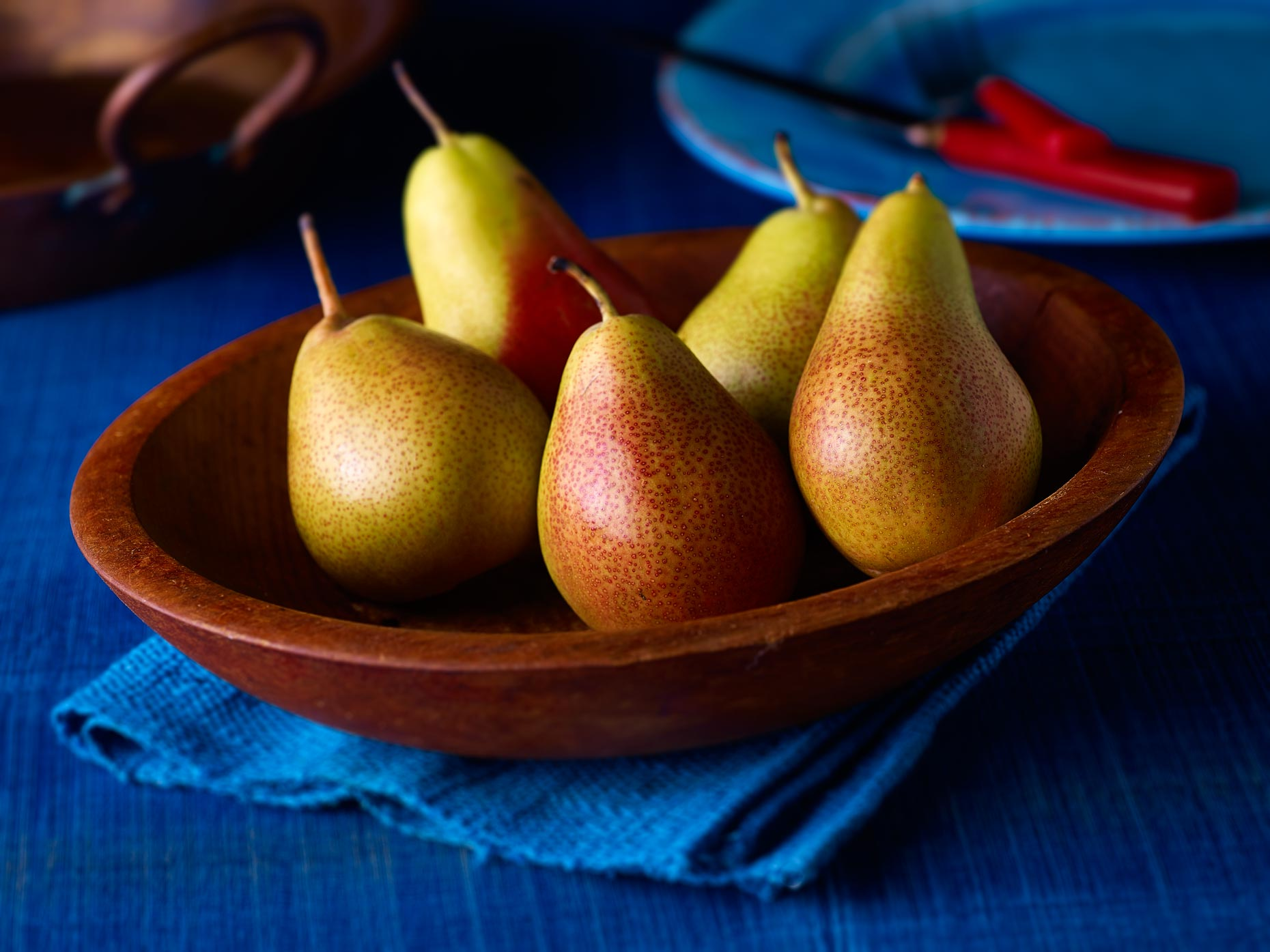 Dessert Photography | Pears in a wooden bowl